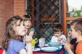 Děti budou jíst — Stock fotografie