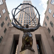 NEW YORK - JUNE 22: Atlas statue at Rockefeller Center on Fifth Avenue on June 22, 2012 in New York City. - Foto Stock
