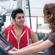 Couple talking at the gym while training. — Stock Photo