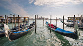 Gondolas in Canal Grande with San Giorgio maggiore island on bac — Stock Photo