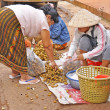 Trading in Thai - Laos border — Stock Photo