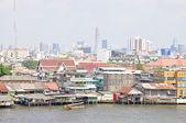 Houses along the Chao Phraya River. — Stock Photo