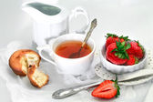 Tea cup with cake  and strawberry — Stock Photo