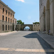 One of the entrances from the embankment to the Basilica of St. Nicholas — Stock Photo