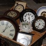 grupo de velhos relógios — Foto Stock
