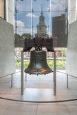自由钟与独立大厅背景 — 图库照片