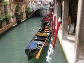 Beroemde venetiaanse gondel in italië. — Stockfoto