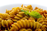 Pasta with tomato sauce and basil — Stockfoto