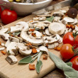 Mixed mushrooms and tomatoes — Stock Photo