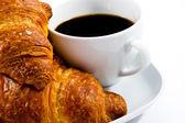 завтрак с чашка черного кофе и круассаны — Стоковое фото