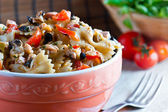 Pasta with salad — Stockfoto