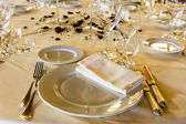 Fancy table set for a wedding dinner — Stockfoto