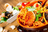 Spaghetti with mussels and tomato sauce — Stock Photo