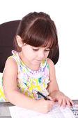 美丽的女孩在写字桌灯背景中工作 — 图库照片