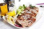 Bovine meat cooked on the griddle — Stock Photo