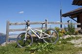 Mountain bike no tirol do sul — Fotografia Stock