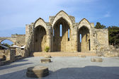 Romanic basilica ruins, Rhodes old town — Stock Photo
