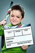 Kleine schauspieler mit einer weste in seinem kopf — Stockfoto