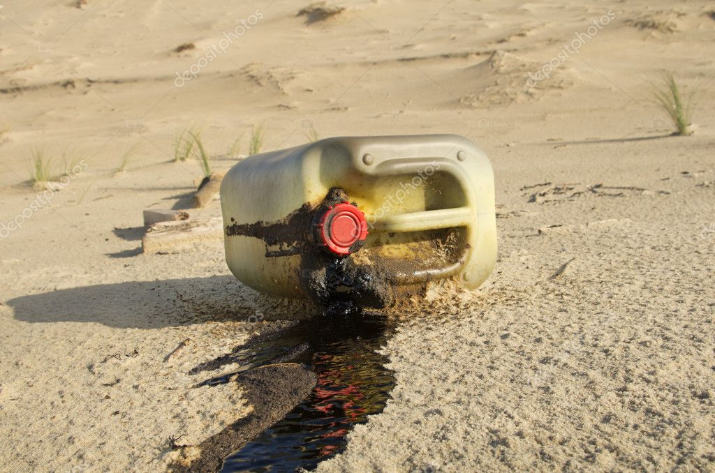 Spilled oil can on a beach — Photo #18472973