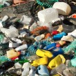 Garbage and wastes on a beach — Stockfoto