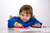Little girl painting — Stockfoto