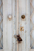 Chain and locked door — Stock fotografie