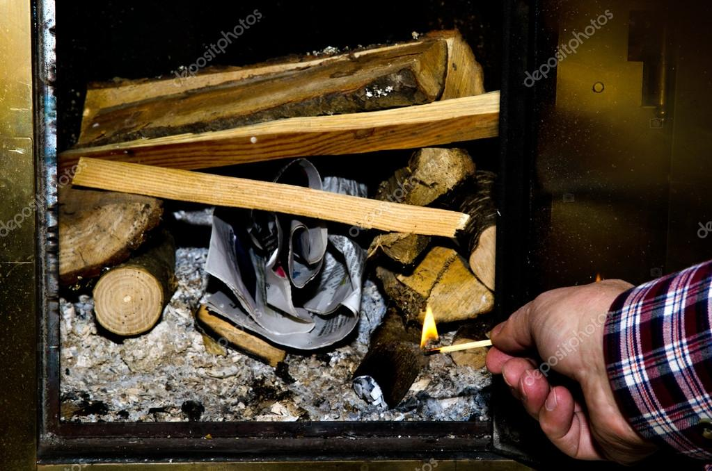 Lighting the fire — Stock Photo #18169115