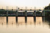Barrage reflétée dans l'eau — Photo