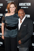 Sigourney Weaver and Director John Singleton — Stock Photo