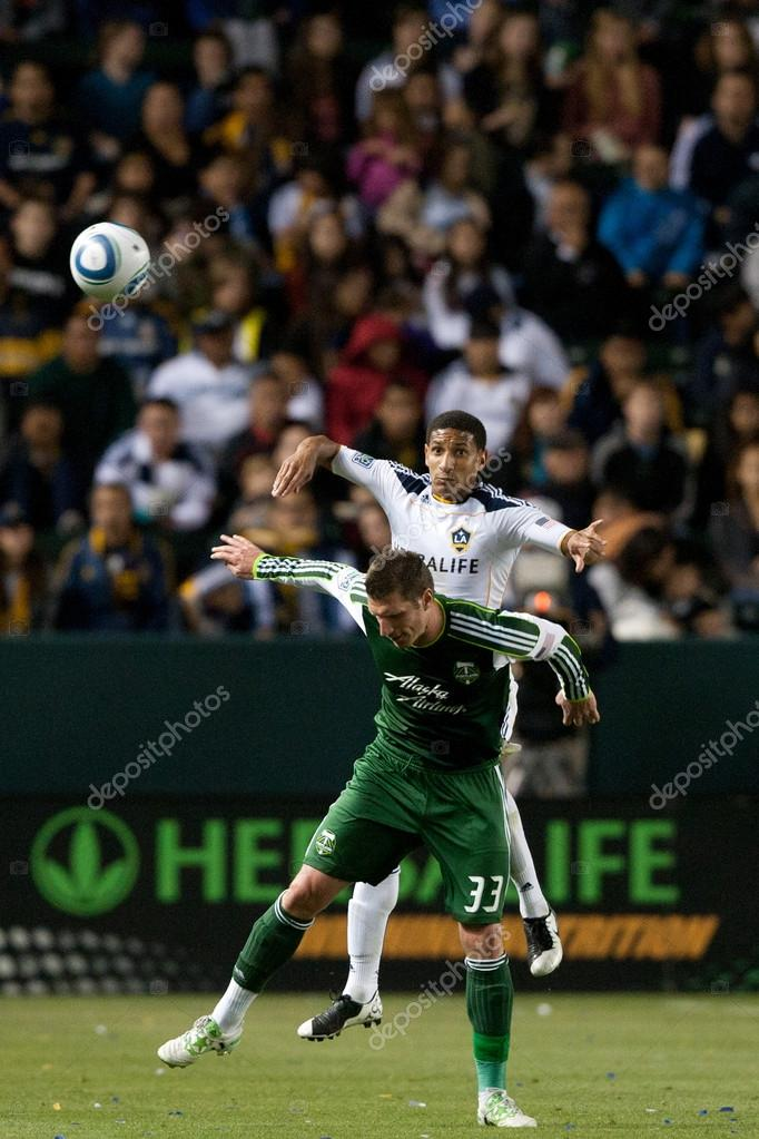 CARSON, CA. - April 23. Los Angeles Galaxy defender Sean Franklin N5 gets over Portland Timbers forward Kenny Cooper N33 in anticipation of header during the Major L — Stockfoto #14180165