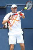 Bob Bryan of USA (pictured) & Mike Bryan of USA play the doubles final against Eric Butorac of USA & Jean-Julien Rojer of Holland — Stock Photo