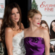 Kate Beckinsale and Drew Barrymore attend film premier — Stock Photo #14586815
