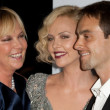 GerdTheron Charlize Theron and Stuart Townsend attend film premier — Stock Photo #14587151