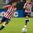 Paulo Nagamura dribbling the ball up field during the match — Stock Photo #14589051