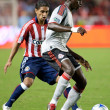 Mario Trujillo defending against Emmanuel Gomez during the match - Zdjcie stockowe