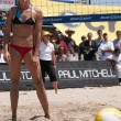 Elaine Youngs playing volleyball — Stock Photo
