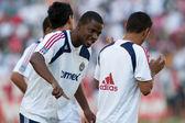 Shavar Thomas (L) & Mariano Trujillo (R) on football pitch — Stock Photo