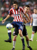 Sam Cronin and Sacha Kljestan fight for the ball during the match — Stock Photo