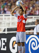 Omar Esparza before throwing the ball into play during the match — Stock Photo