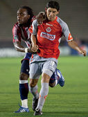 Chijindu Chukwudi and Jonny Magallon fighting for postion during the match — Stock Photo
