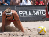 Nicole Branagh playing volleyball — Stock Photo