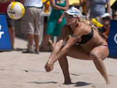 Jen Kessy playing volleyball — Stock Photo