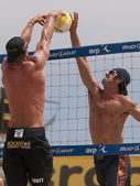 Phil Dalhausser and Todd Rogers vs. John Hyden and Sean Scot — Stock Photo