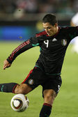 Javier Hernandez crosses the ball during the match — Stock Photo