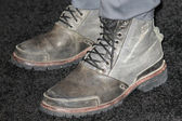 Sam Worthington wears a pair of work boots while attending the Clash of the Titans premiere — Stock Photo