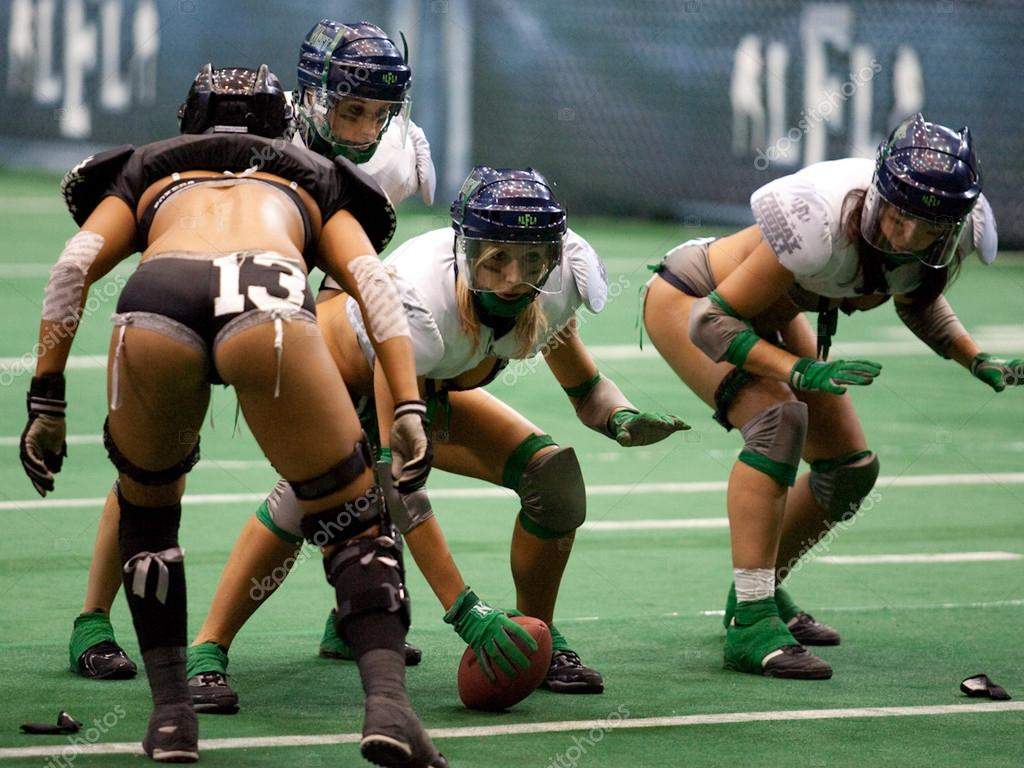 LOS ANGELES, CA. - NOVEMBER 27:  Mist offense on attack during the Los Angeles Temptation vs. Seattle Mist game on November 27, 2009 at LA Sports Arena in Los Angeles. — Stock Photo #14590097