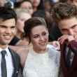 Robert Pattinson, Kristen Stewart & Taylor Lautner attend Twilight SagEclipse Los Angeles premiere — Stock Photo #14899643