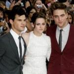 Постер, плакат: Robert Pattinson Kristen Stewart & Taylor Lautner attend The Twilight Saga Eclipse Los Angeles premiere