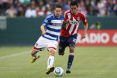Heath Pearce gets past Chivas USA Jesus Padilla during the game — Stock Photo