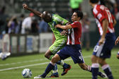 Blaise Nkufo and Michael Umana fight for the ball during the game — Stock Photo